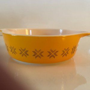 Vintage Pyrex Town and Country Small Casserole